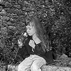 Margot à la Rose | Tramain | Côtes d'Armor | Photo noir&blanc | 1999